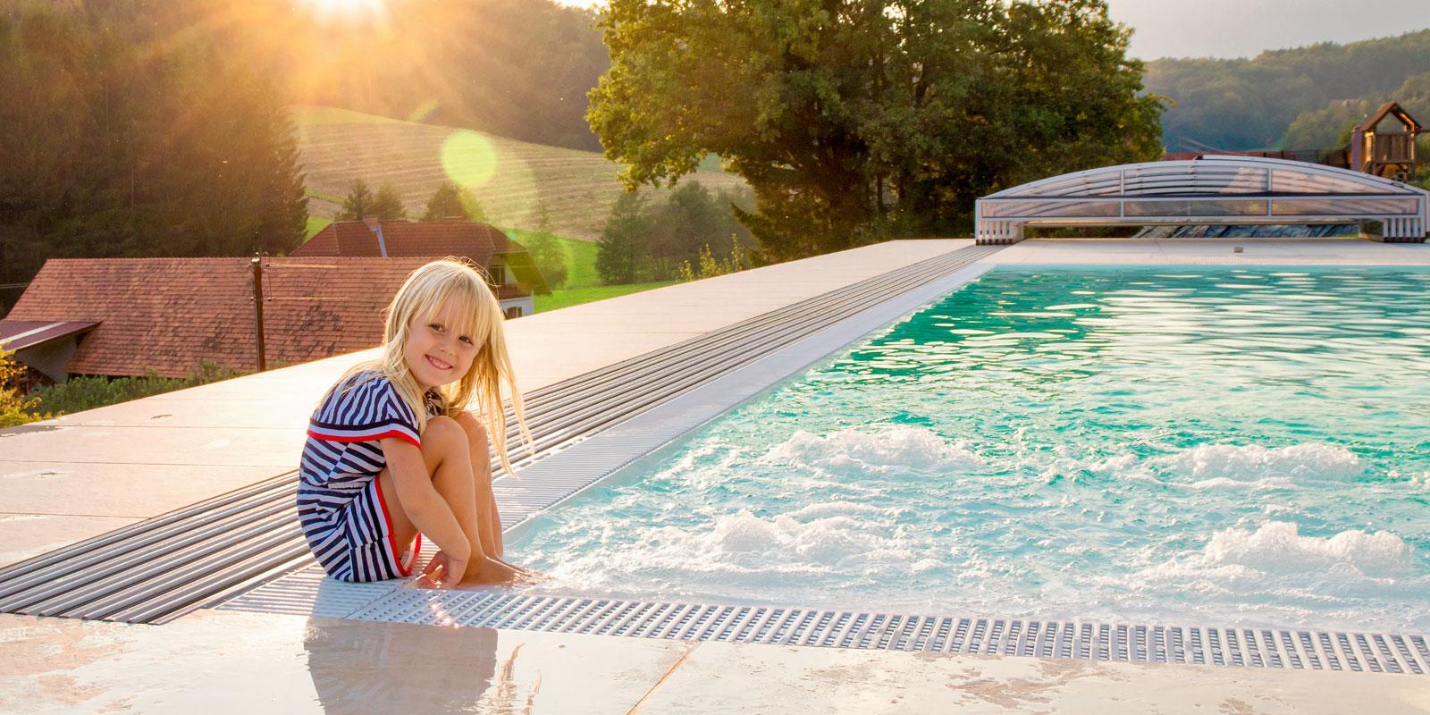 Genießen Sie Mit Ihrem Eigenen Pool Entspannung Und Ungestörtes Baden  Direkt Bei Ihnen Zu Hause   Mit Einer Überdachung Sogar In Kühleren Monaten.